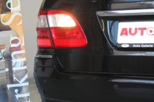Bild eines Mercedes E-Klasse Kombi S211 mit einer Einparkhilfe nachträglich ausgestattet | AUTOSCHMIEDE ®